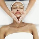 Comment bien faire un massage du visage...