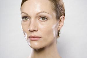Les 3 secrets d'un automassage du visage réussi