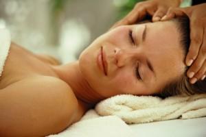 Massage du visage… Bienfaits, technique, tout y est !